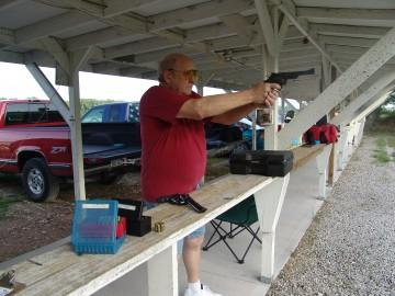 Joe shooting his revolver in Stock Major